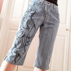 Vintage light wash Lois jean shorts octopus design